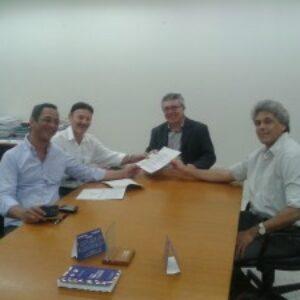 Diretoria da APEEF entrega proposta de atuação ao novo presidente do Crea-PE