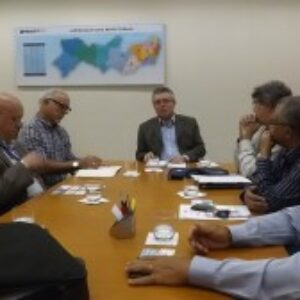 Presidente do Crea-PE recebe visita de cordialidade de representantes do Sinaenco