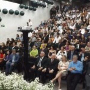 Noite de homenagens e emoção na Sessão Plenária de Comemoração ao Dia do Engenheiro