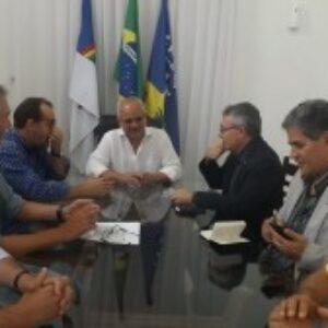 Evandro Alencar é recebido pelo interventor de Gravatá, na sede da prefeitura