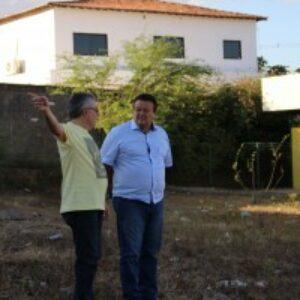 Prefeito de Araripina, Alexandre Arraes, entrega ao presidente do Crea-PE terreno onde sera construída sede própria da Inspetoria