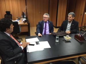 Read more about the article Evandro Alencar é recebido pelo ministro Mendonça Filho em Brasília