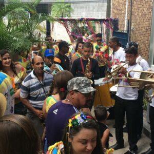 Ao som de muito frevo, CREAtivos garante folia na sexta-feira pré-Carnaval