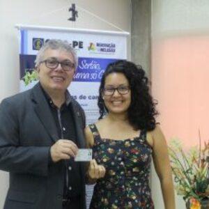 Ex-coordenadora do Crea Júnior de Pernambuco, agora formada, recebe carteira profissional e já integra o Conselho como suplente na CEEE