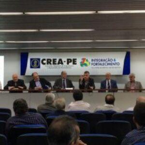 Cristovam Buarque faz palestra sobre as Engenharias e a Educação no auditório do Crea-PE