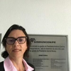 Roberta Meneses representa o Crea-PE em evento do Sinduscon-PE sobre manutenção de Pregão Eletrônico para Obras de Engenharia