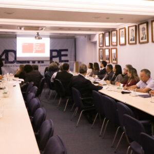 Crea-PE participa de reunião sobre PEC 108