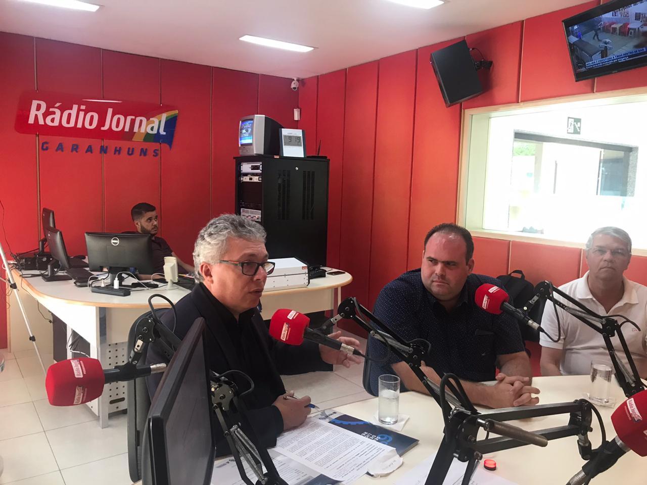 Read more about the article Valorização profissional é tema de entrevista em Garanhuns
